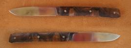 Reka Niolox Noyer et pochette cuire Couteau pliant modèle Reka fabrication artisanale inventé par Cyril Kalisz lame inoxydable en niolox plaquettes noyer pochette cuire et ressort inoxydable Z20Cr13