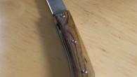 Couteau de type liner lock. Lame en 440C (1.1425 / X105CrMo17) – manche en Bogotte – liner en titane – guillochage incas 01. Longueur de lame : 8,5cm. Longueur totale […]