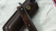 Couteau de type liner lock. Lame RWL34 – liner inox ressort – manche Noyer – guillochage incas. Longueur de lame : 9,5cm. Longueur totale : 20,7cm. Disponible sur commande.