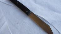 Couteau de type liner lock. Lame RWL34 – liner inox ressort – manche ébène – guillochage JL. Longueur de lame : 9,3cm. Longueur totale : 20,7cm. Etuis en tissus doubler, […]