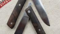 Couteau de type liner lock. Lame RWL34 – manche noyer – guillochage cubique. Longueur de lame : 9,4cm. Longueur totale : 21cm. Disponible sur commande.