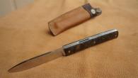 Couteau de type liner lock. Lame Niolox – manche Noyer – guillochage incas. Longueur de lame : 9 cm. Longueur totale : 20,4cm. Disponible sur commande. Etuis en cuir avec […]