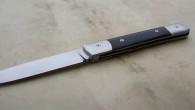 Couteau de type liner lock. Lame RWL34– plaquettes buffle noir– mitres Z20Cr13 – platines titane – guillochage. Longueur de lame : 9,6 cm. Longueur totale : 20,9 cm. Bagues en […]