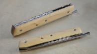 Couteau de type liner lock. Lame Niolox– plaquettes Buis– platines titane – guillochage. Longueur de lame : 9,8cm. Longueur totale : 21,1 cm.