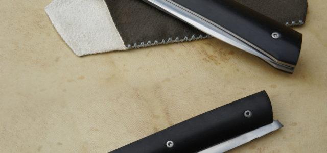 Couteau pliant de type liner lock. Lame inoxydable 14c28n – plaquettes ébène – platines titane – guillochage – ouverture LIP Longueur de lame : 98 mm. Longueur totale : 210 […]