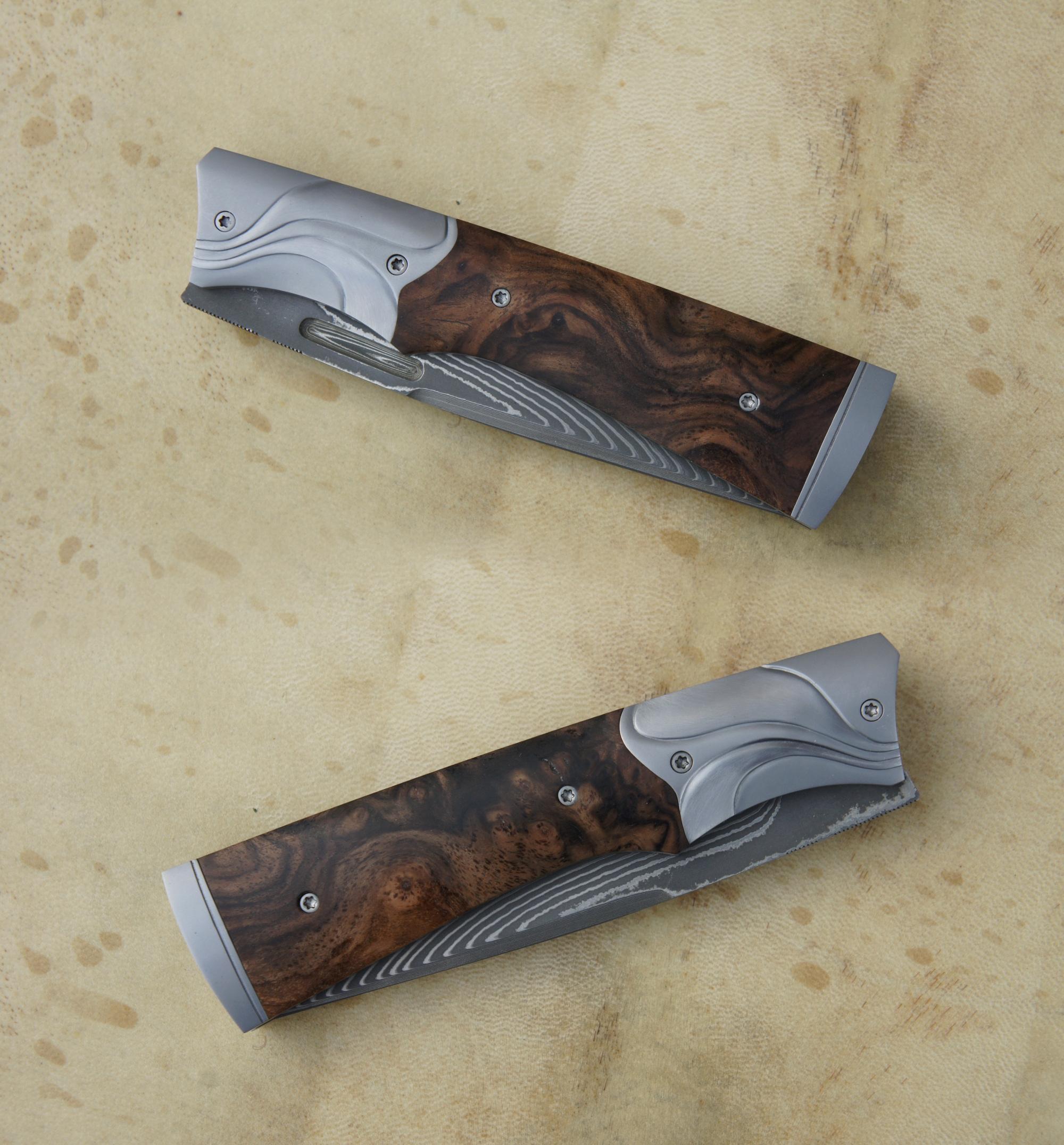 Icitte SG2 - Noyer & mitres sculptées
